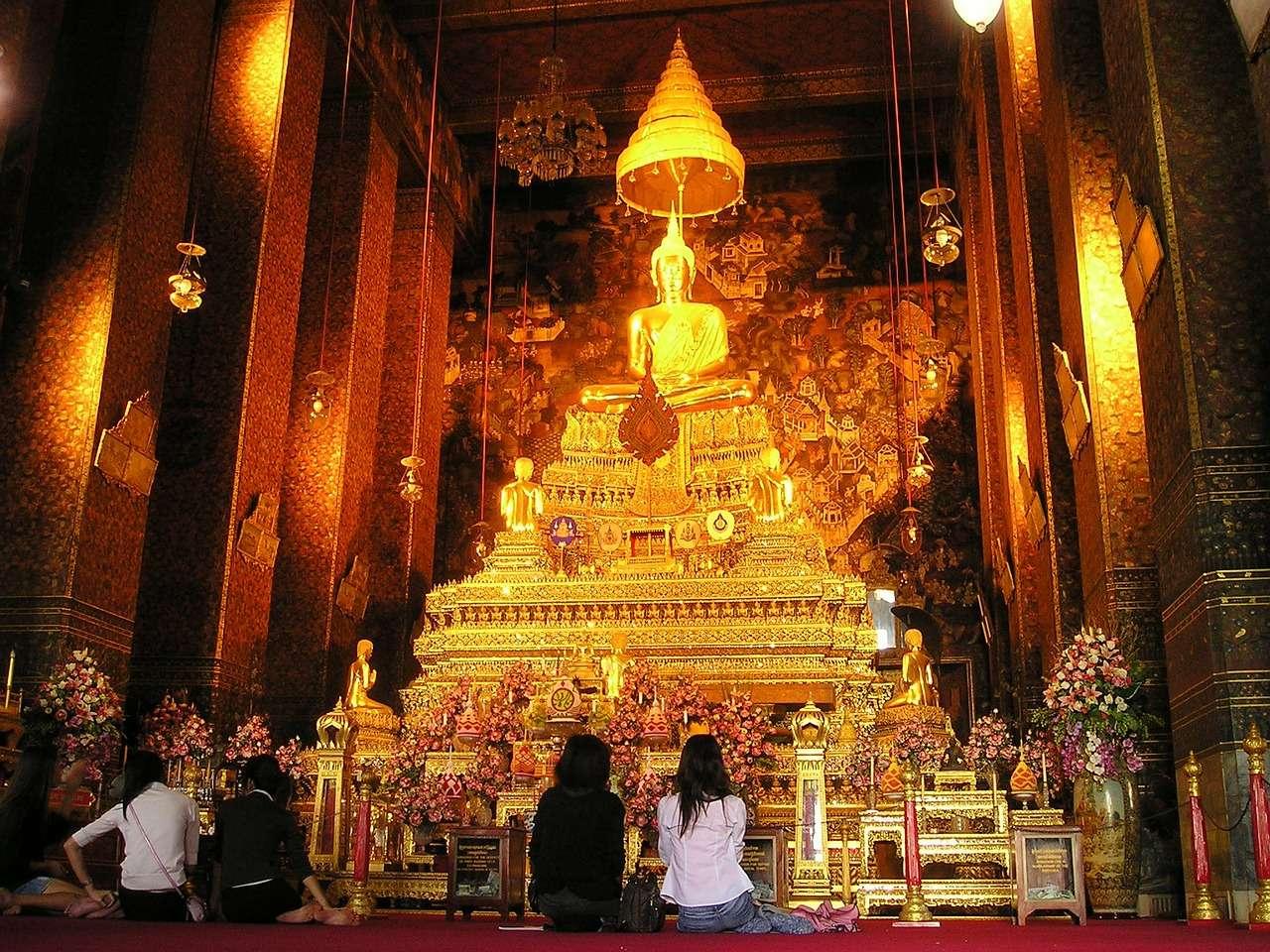 Таиланд Бангкок Храм Святыня Золото Алтарь