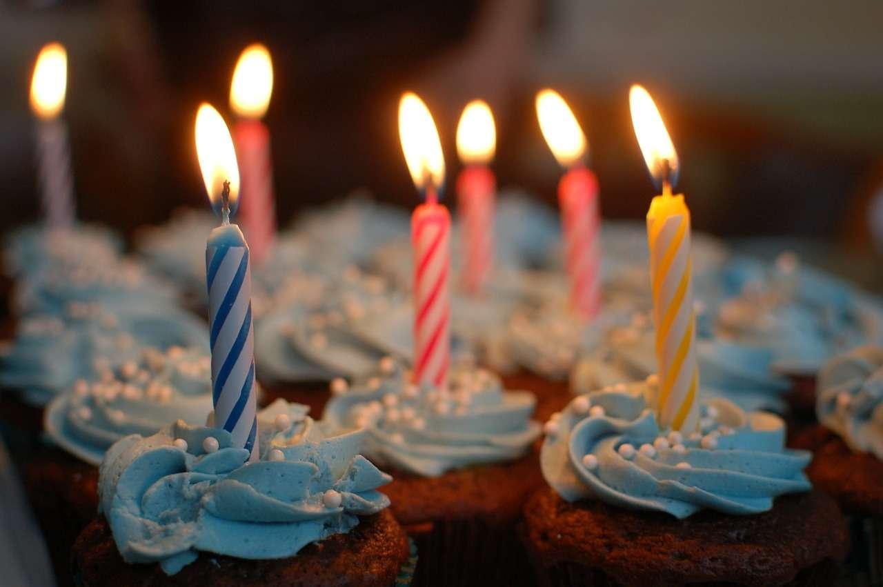 день рождения капкейки
