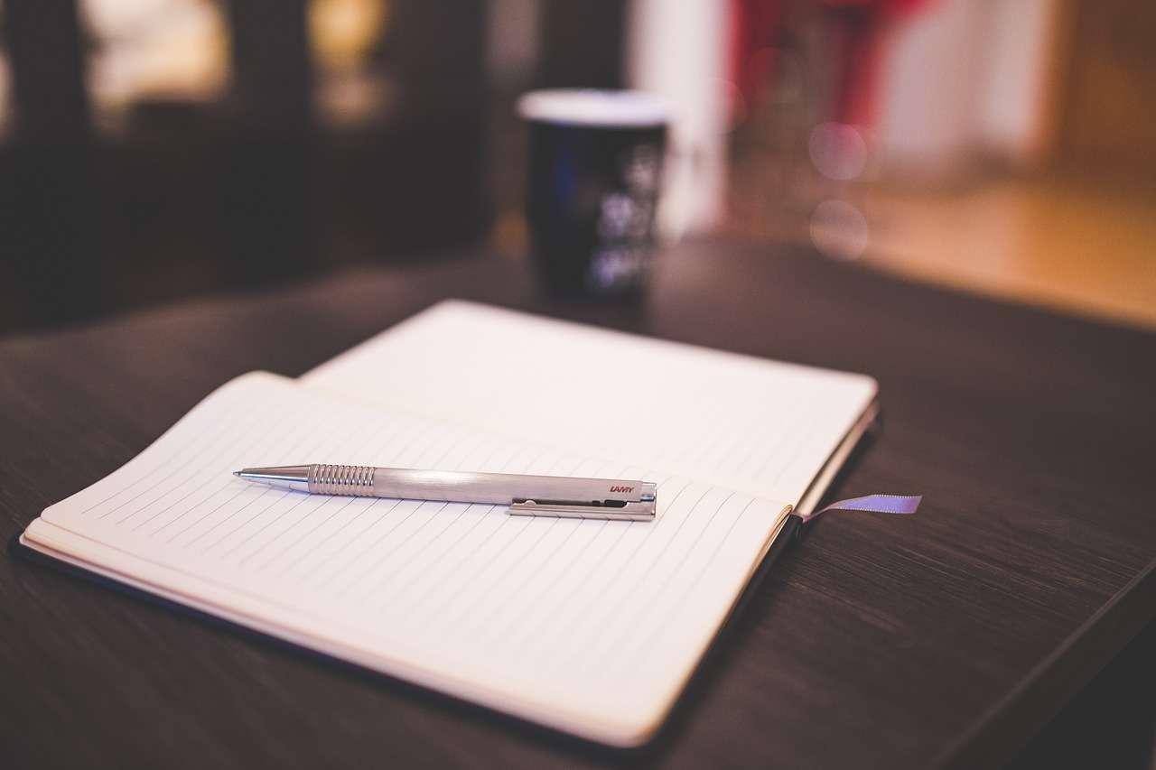 ручка и записная книжка