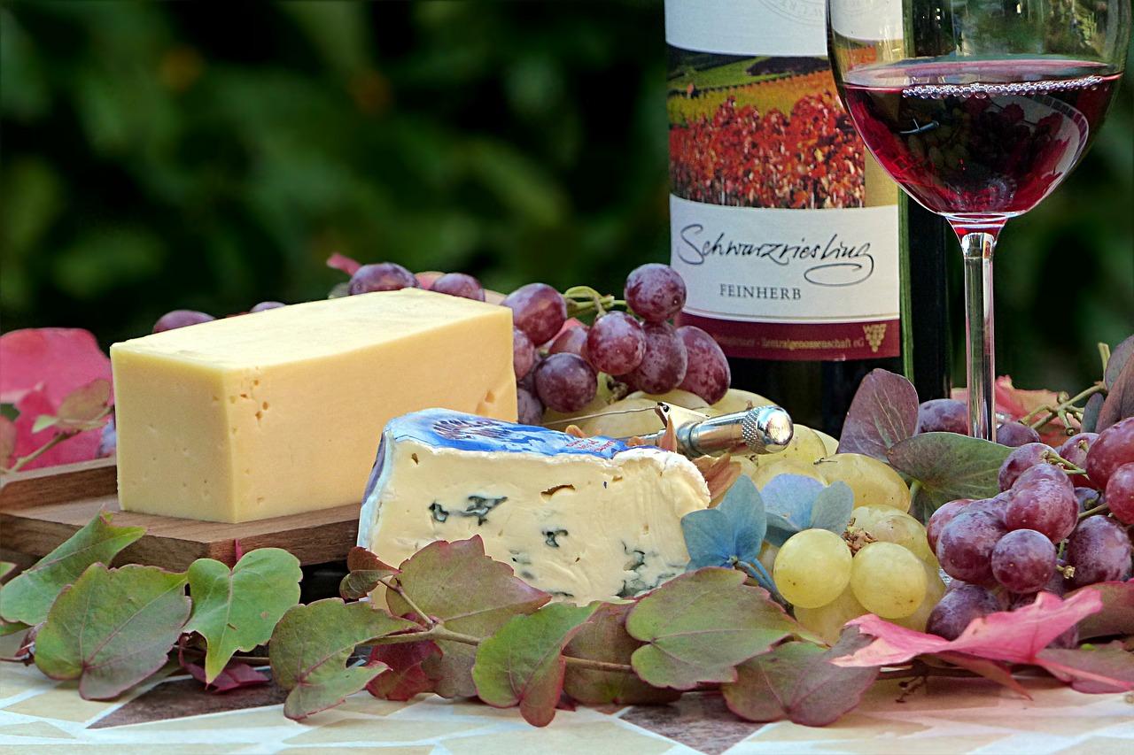 сыр, вино