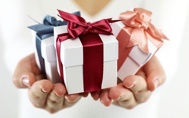Отримувати подарунки не так приємно, як дарувати - фото 296783