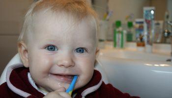 Как правильно выбрать зубную щетку ребенку