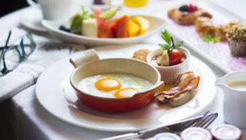 Названа идеальная калорийность завтрака