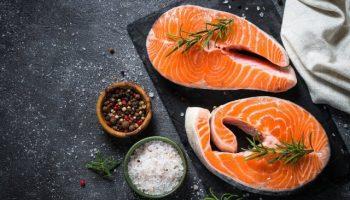 Диетологи рассказали, как часто нужно есть рыбу