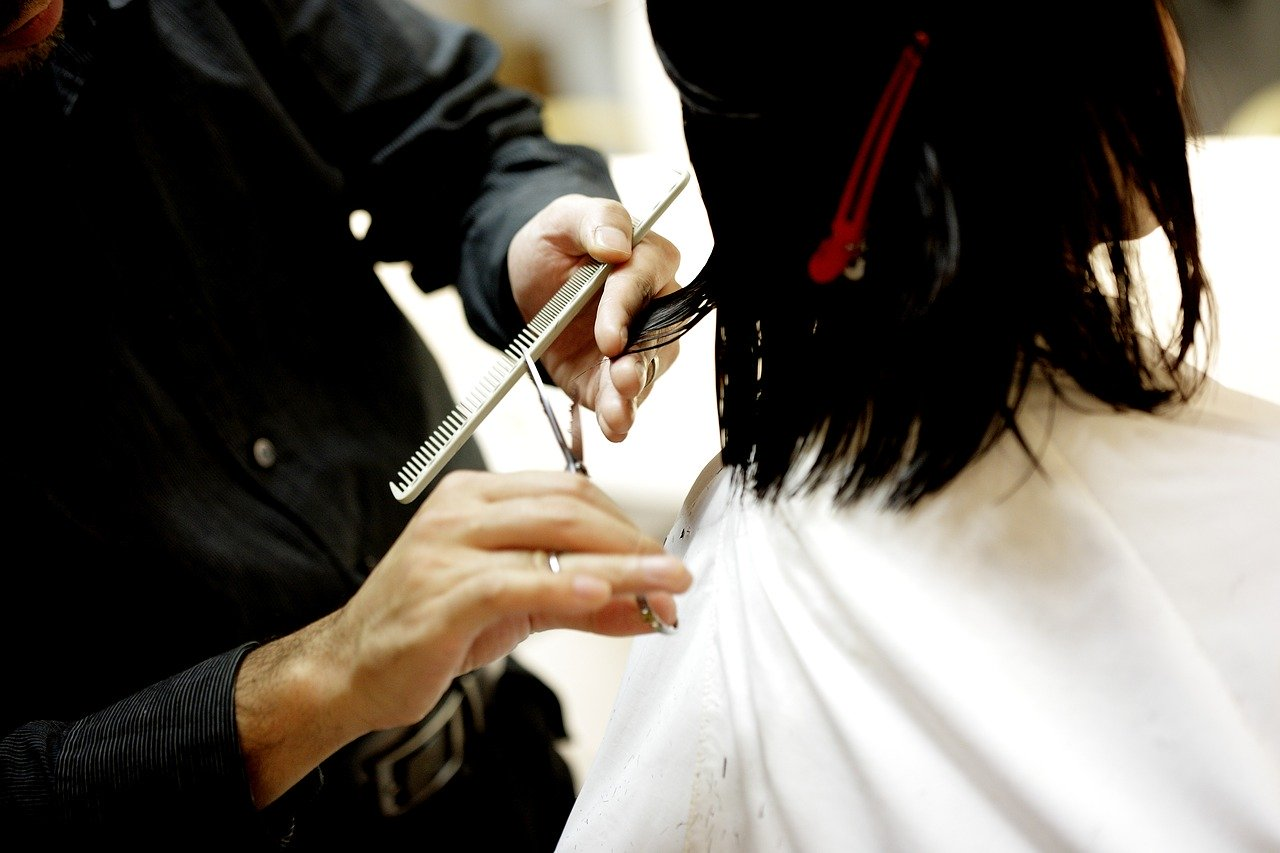 Лунный календарь стрижек на апрель 2020: дни, когда стричь волосы
