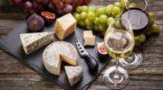 Как правильно подобрать сыр к вину: три совета